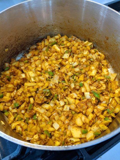 Ettinger Dal Makhani Easy Instant Pot Recipe - Breaking down the onion-garlic-peppers-ginger